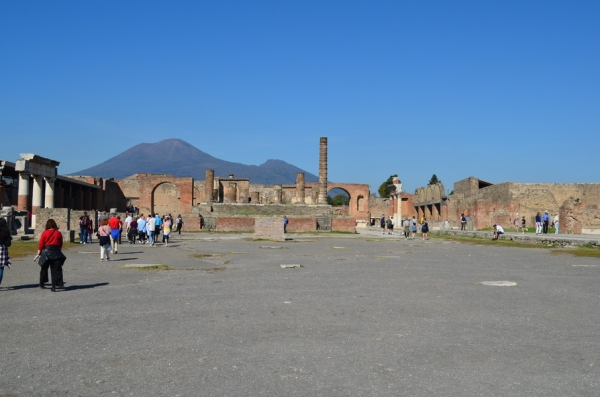 A Sorceress's Secrets Uncovered in Pompeii
